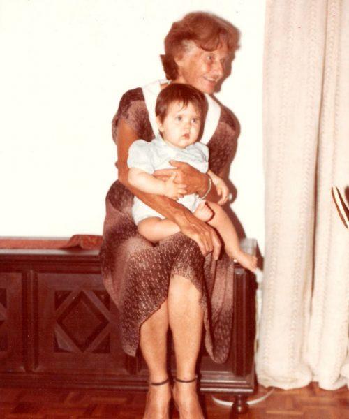 Ana e sua neta Gabriela, de um ano.