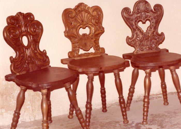 Cadeiras esculpidas pelo pai de Ana Primavesi, Sigmund. Esculpir móveis era um de seus hobbies. Ele também costumava esculpir os nomes dos filhos em alguns deles, já designando o que caberia em herança a cada um
