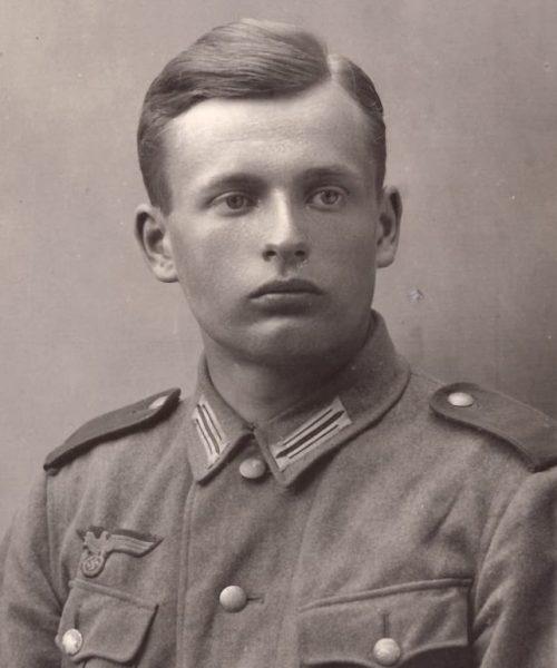Antes de fazer os exames finais de Engenharia, Sigmund foi convocado para o exército nazista para a artilharia. Ele morreu com 21 anos, na cabeceira do rio Nikopol, na Rússia. Seu corpo foi encontrado três semanas mais tarde e então enterrado.