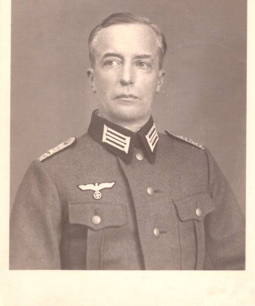 Sigmund Conrad de uniforme quando foi convocado para a guerra. Não havia escolha.