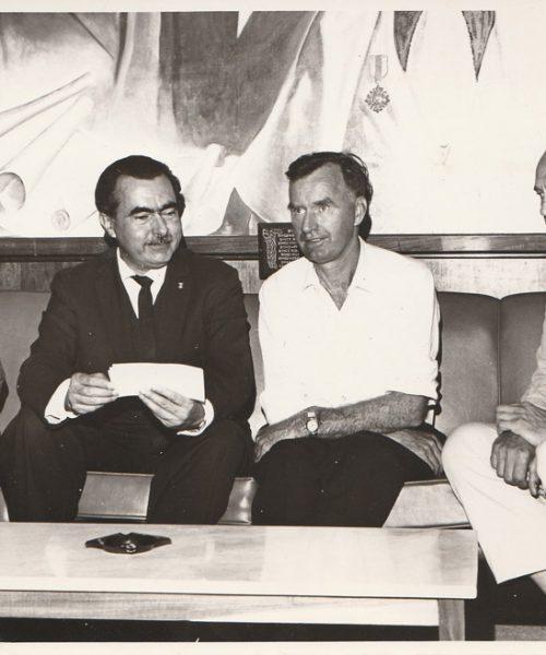 Ana, José Mariano da Rocha, reitor da Universidade de Santa Maria, um professor da Alemanha e Artur possivelmente por ocasião do Congresso  de Biologia do Solo organizado pelos Primavesis.