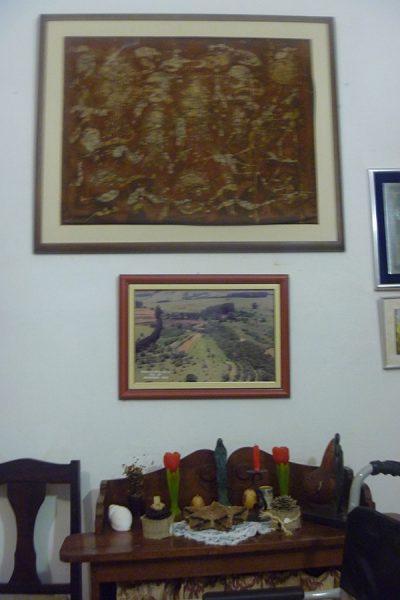 O quadro menor mostra uma fotografia aérea de Itaí.
